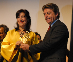 Cyclo d'honneur à l'actrice iranienne Fatemeh Motamed-Arya